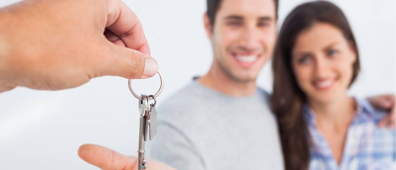Ile na mieszkanie pracuje lekarz, sprzedawca i urzędnik?