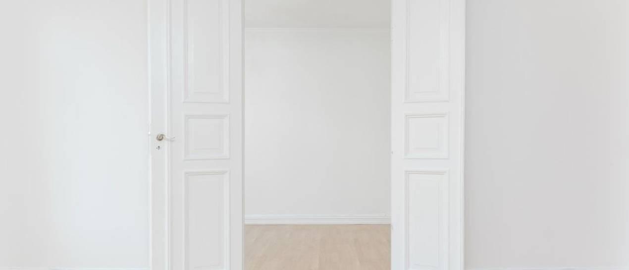 Czy ścianki działowe wlicza się do powierzchni mieszkania?
