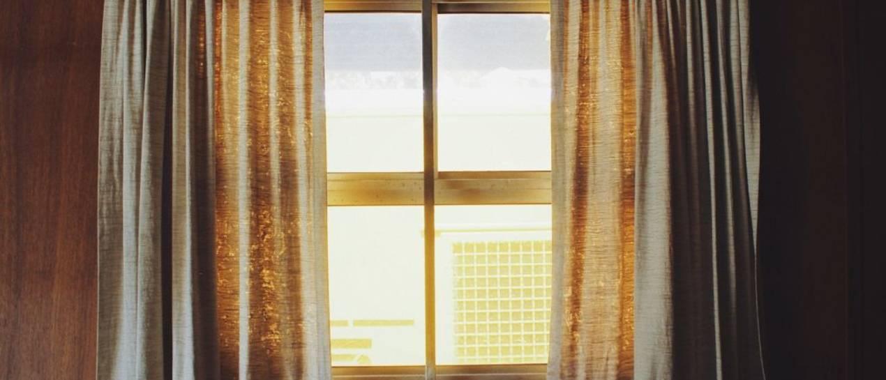 Jak udekorować okno w mieszkaniu?