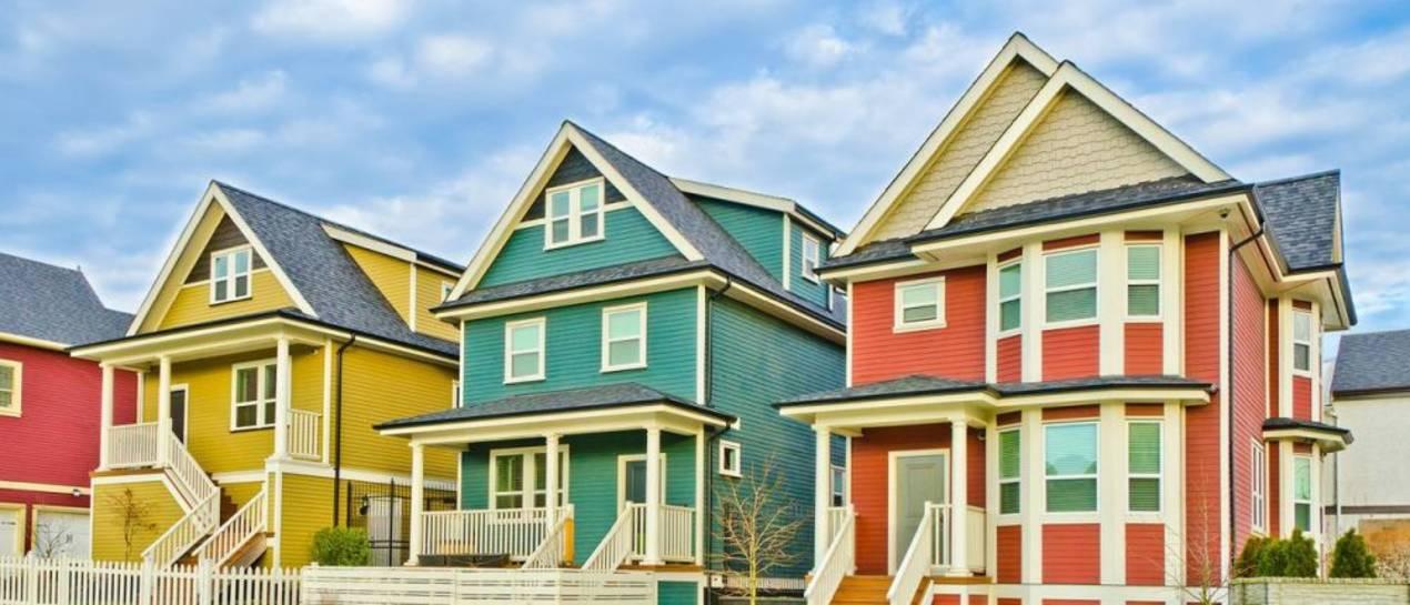 Domy jednorodzinne na wsi i w mieście – porównanie cen