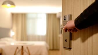 Apartament albo pokój hotelowy na wynajem – czy to dobre rozwiązanie?