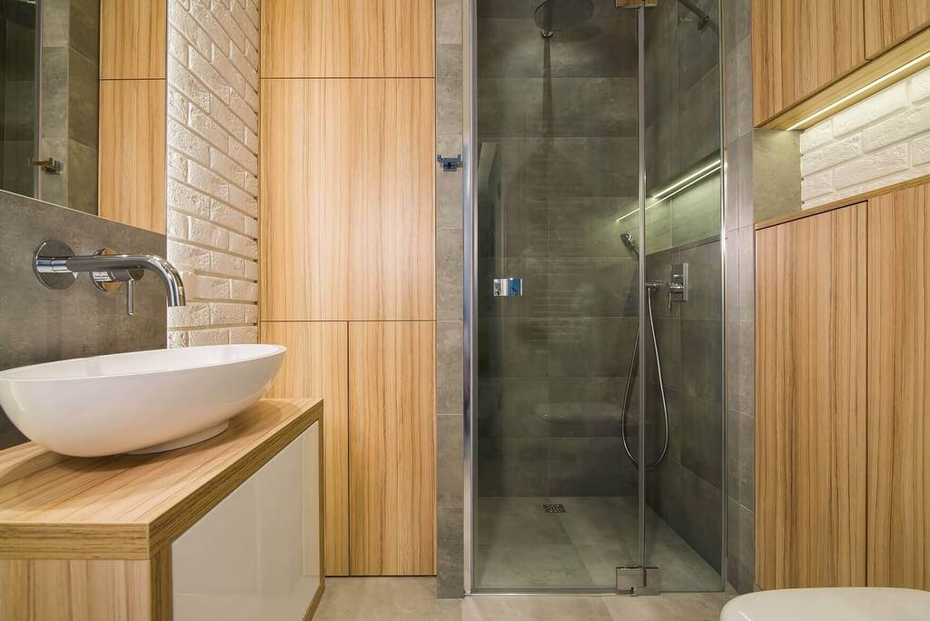 Zdjecie lazienki z prysznicem podlogowym po remoncie mieszkania