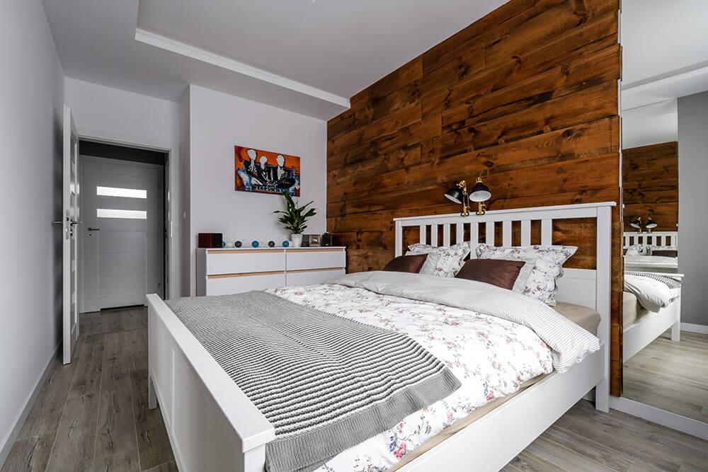 Sypialnia po remoncie mieszkania - zdjecie po zakonczeniu prac wykonczeniowych