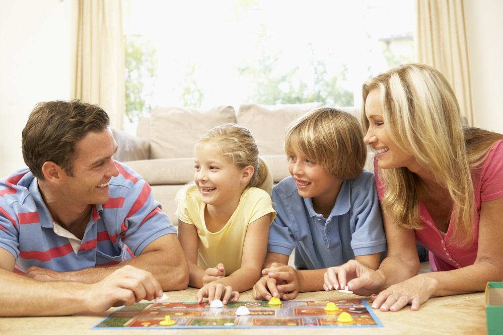 Szczęśliwa rodzina mieszkająca w lokalu z programu Mieszkanie Plus