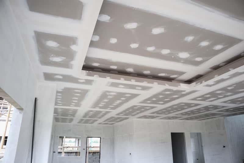 Montaż sufitu podwieszanego