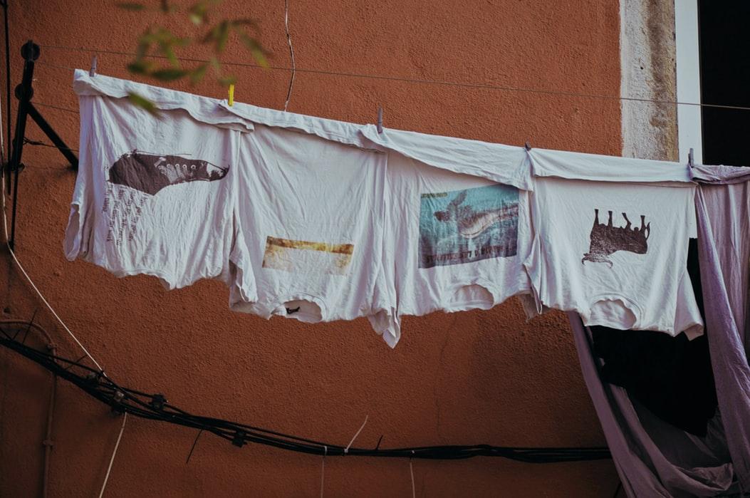 pranie ubrań w coca coli