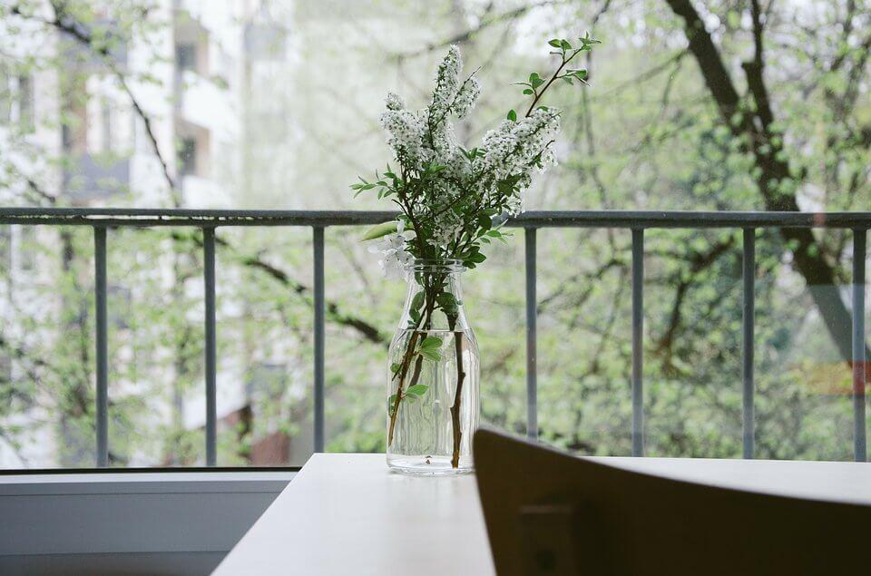 Letnia aranżacja balkonu - kompozycje kwiatowe