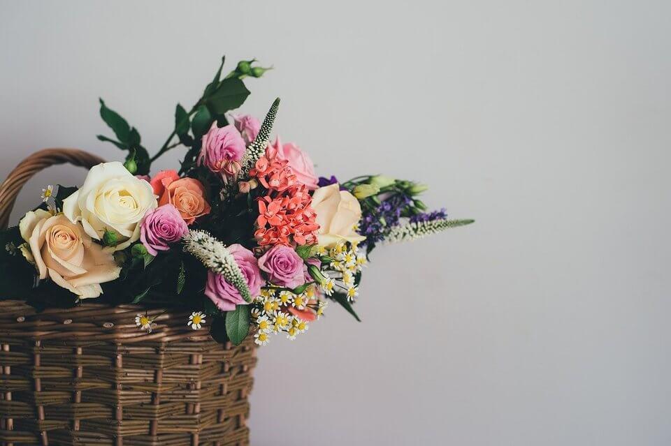 Letnie dekoracje - kosz wiklinowy
