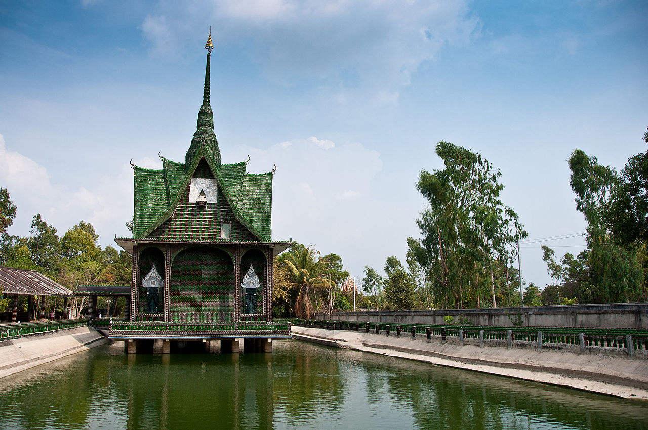 Świątynia z butelek