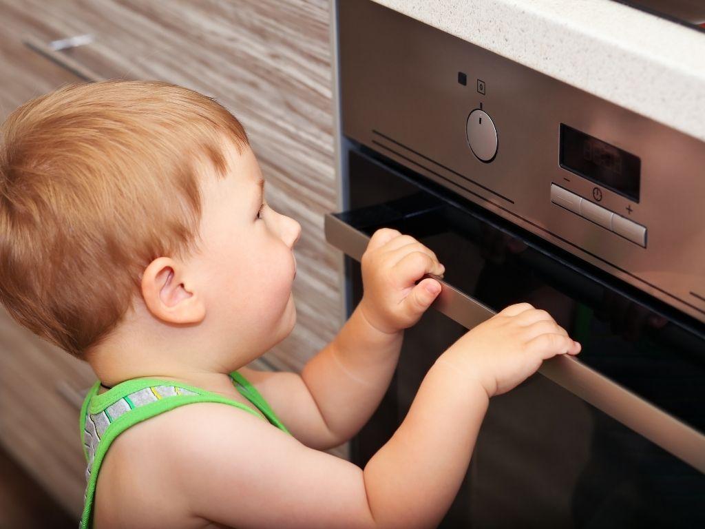 Jak zabezpieczyć kuchnie przed dziećmi