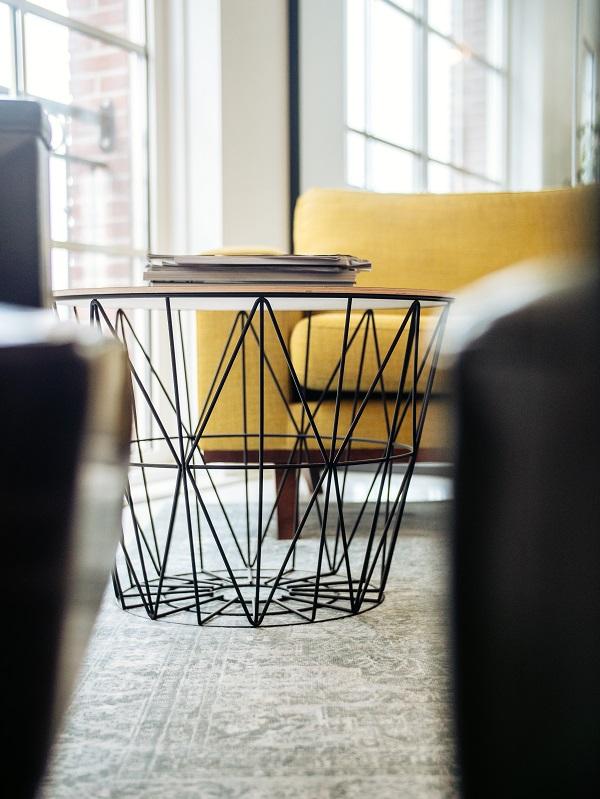 stolik kawowy gazety