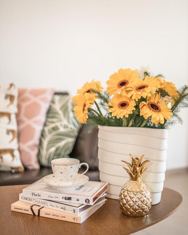 stolik kawowy kwiaty