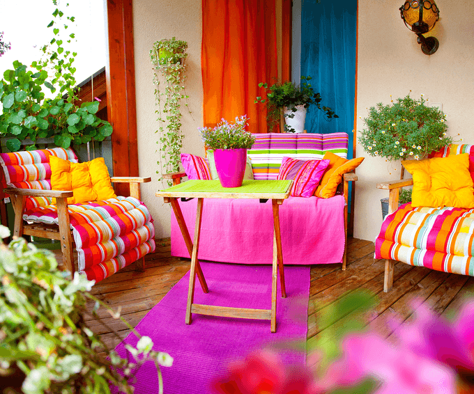 kącik wypoczynkowy na balkonie - poduszki na meble