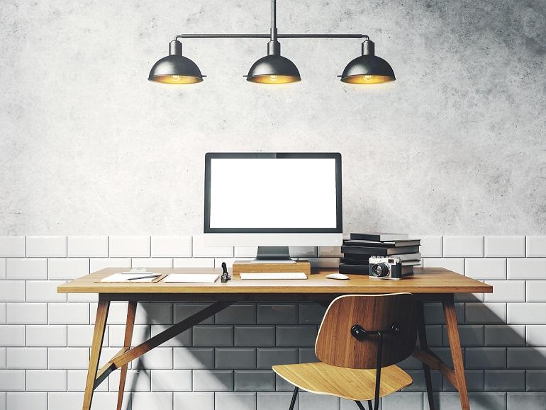 oświetlenie w domowym gabinecie