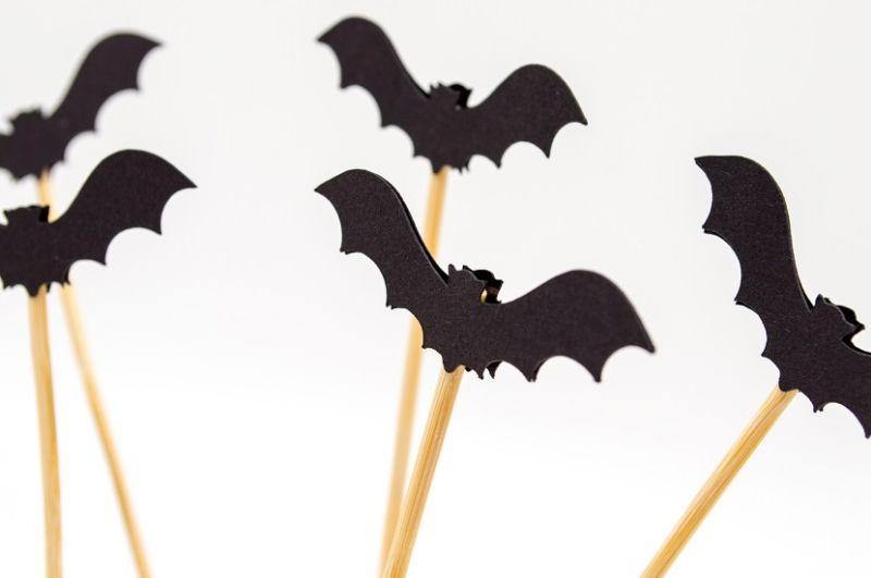 Halloween - dekoracje DIY nietoperze na patykach