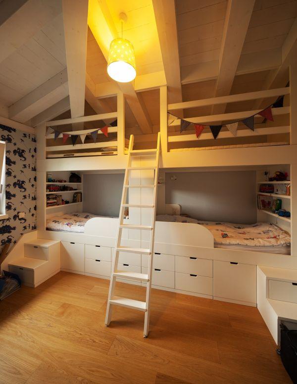 łóżko piętrowe w pokoju dzieci