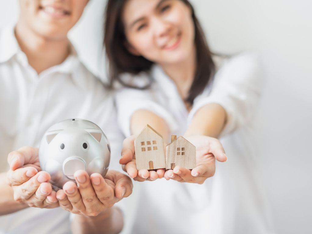 Ludzie, którzy płaca ratę kredytu za mieszkanie